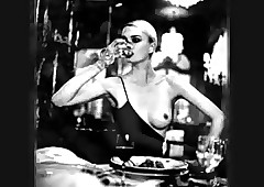 Undressed Belle - Helmut Newton's..